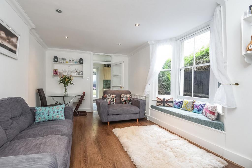 2 Bedrooms Flat for sale in Sangora Road, Battersea, SW11