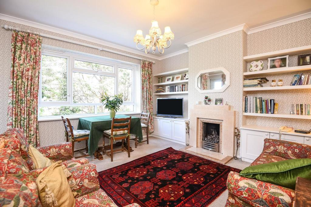 2 Bedrooms Flat for sale in Cromwell Avenue, Hammersmith