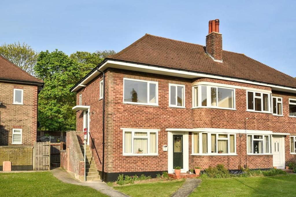 2 Bedrooms Maisonette Flat for sale in Rosslyn Close, West Wickham, BR4