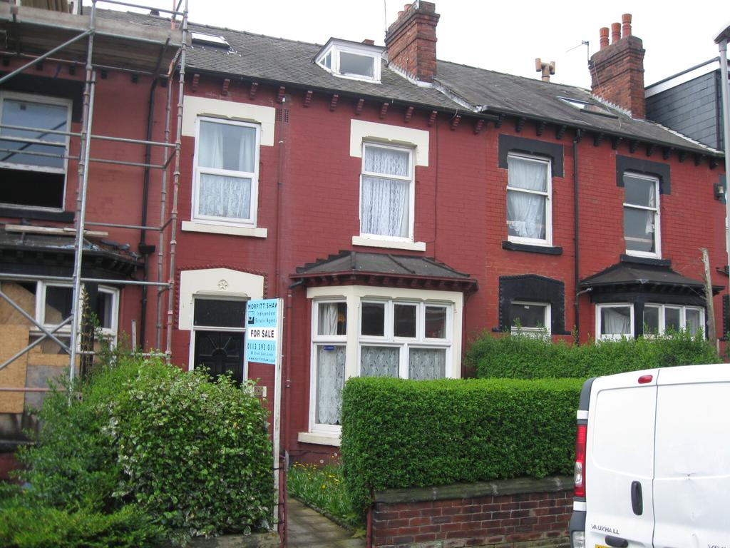 5 Bedrooms Terraced House for sale in Mexborough Avenue, Leeds LS7