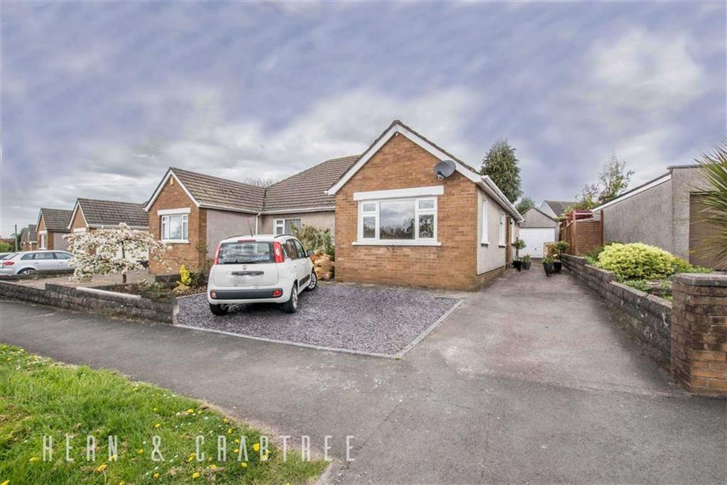 3 Bedrooms Semi Detached Bungalow for sale in Heol Mabon, Rhiwbina, Cardiff