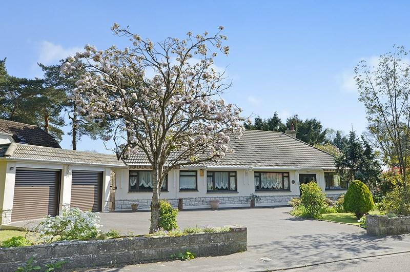 4 Bedrooms Detached Bungalow for sale in Avon Road, West Moors, Ferndown