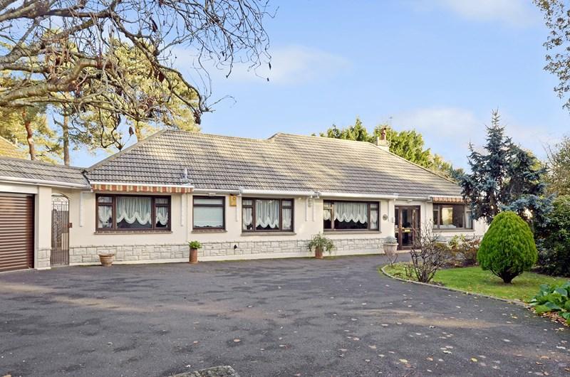 4 Bedrooms Detached Bungalow for sale in Avon Road, West Moors, Ferndown