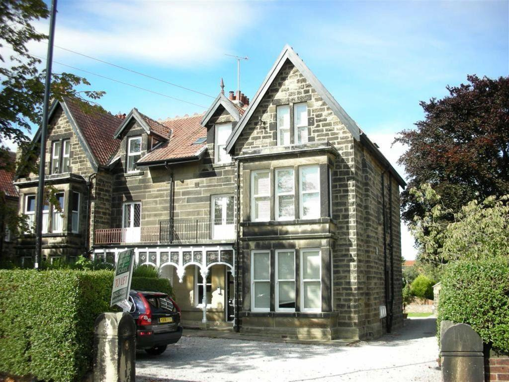 3 Bedrooms Apartment Flat for sale in Hookstone Chase, Harrogate, HG2