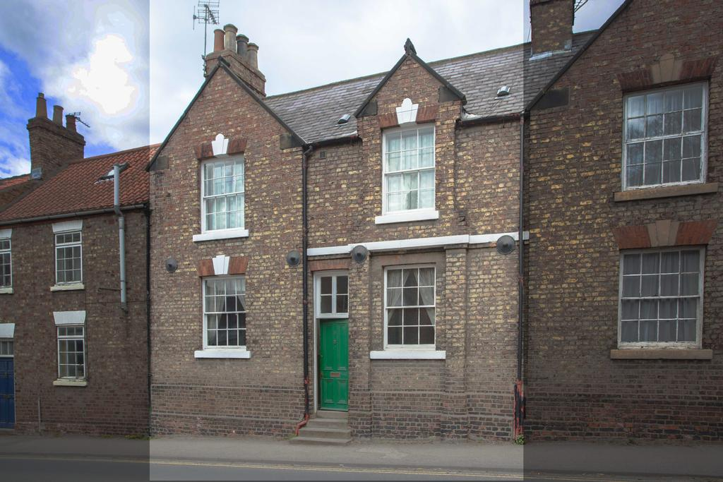 3 Bedrooms Terraced House for sale in Old Maltongate, Malton, North Yorkshire YO17