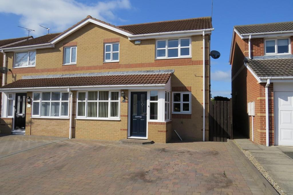 3 Bedrooms Semi Detached House for sale in Greenfield Drive, The Pastures, Guidepost