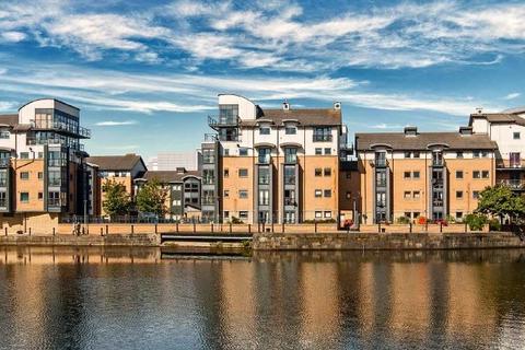 2 bedroom flat to rent - Rennies Isle, Leith, Edinburgh, EH6 6QA