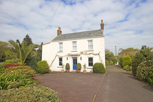 4 Bedrooms Detached House for sale in Route De La Charruee, Vale, Guernsey