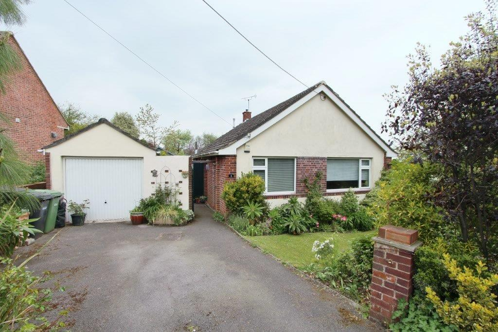 2 Bedrooms Detached Bungalow for sale in Foord Road, Hedge End SO30