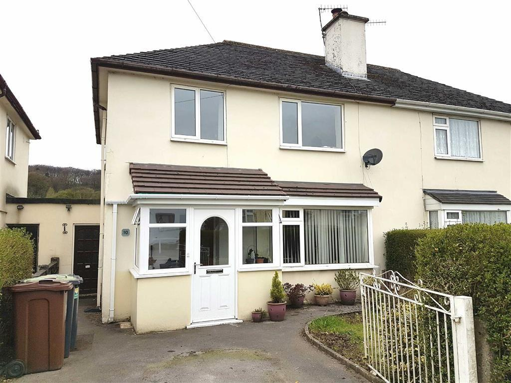 3 Bedrooms Semi Detached House for sale in Ferneydale Avenue, Buxton, Derbyshire