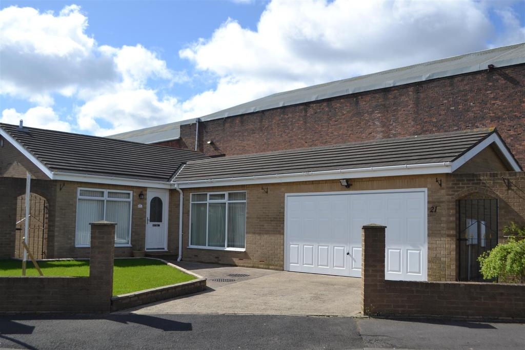 3 Bedrooms Detached Bungalow for sale in Kenton Grove, Fulwell, Sunderland