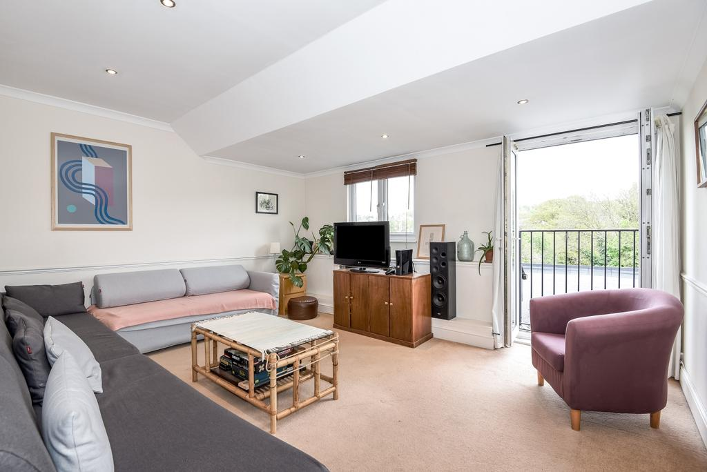 3 Bedrooms Flat for sale in Underhill Road East Dulwich SE22