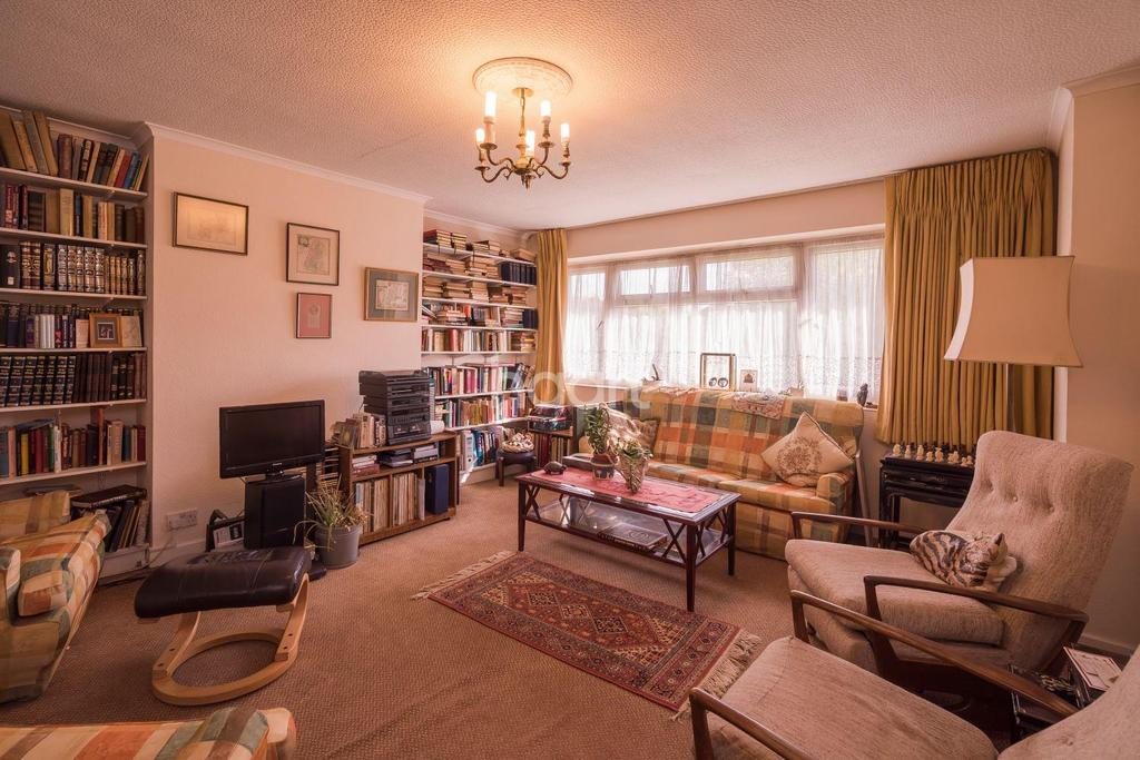 3 Bedrooms Maisonette Flat for sale in Salmon Street, London
