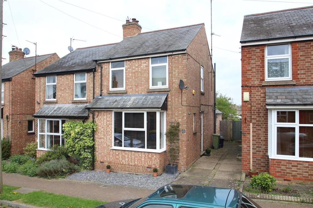 3 Bedrooms Semi Detached House for sale in Frankston Avenue, Stony Stratford, Milton Keynes