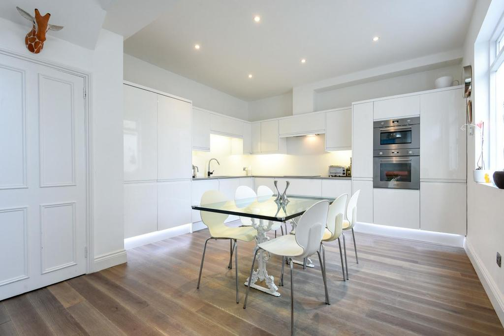 2 Bedrooms Terraced House for sale in Abbeville Road, Clapham