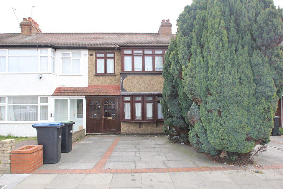 3 Bedrooms Terraced House for sale in Boundary Road, Edmonton, N9