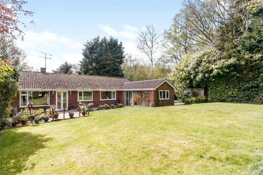 3 Bedrooms Detached Bungalow for sale in Green Lane, Woodcote, Reading, RG8