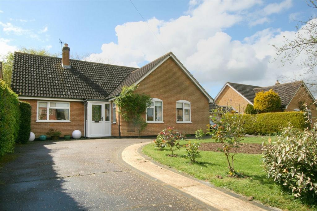 3 Bedrooms Detached Bungalow for sale in West Carr Road, NR17 1AA, Attleborough, Norfolk