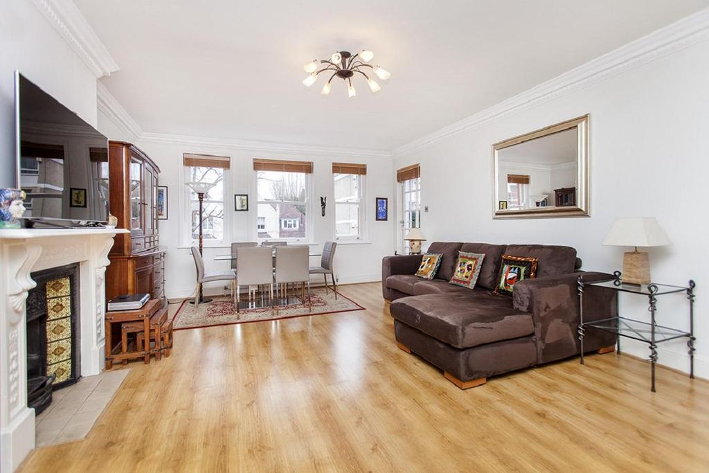 3 Bedrooms Flat for sale in Frognal, Hampstead