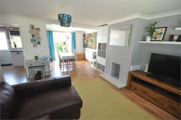 3 Bedrooms End Of Terrace House for sale in Home Farm Gardens, WALTON-ON-THAMES, Surrey