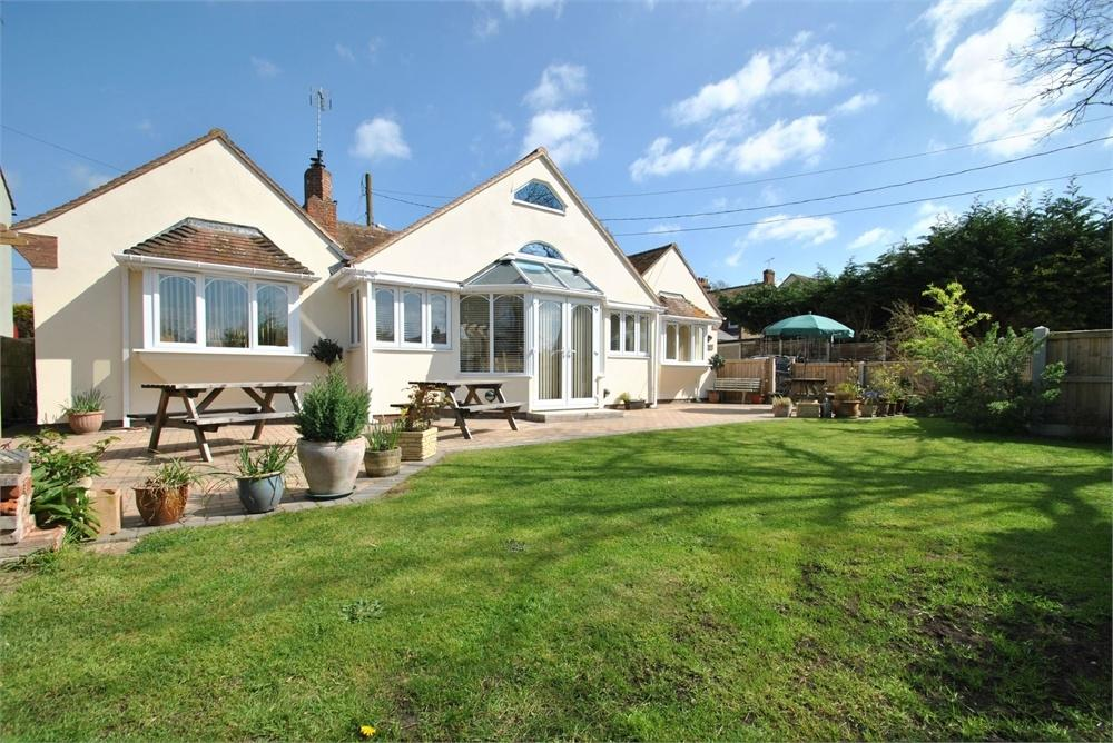 3 Bedrooms Detached Bungalow for sale in Bocking Church Street, Braintree, Essex