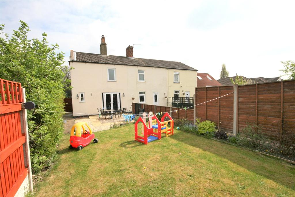 2 Bedrooms Semi Detached House for sale in Station Avenue, New Waltham, DN36
