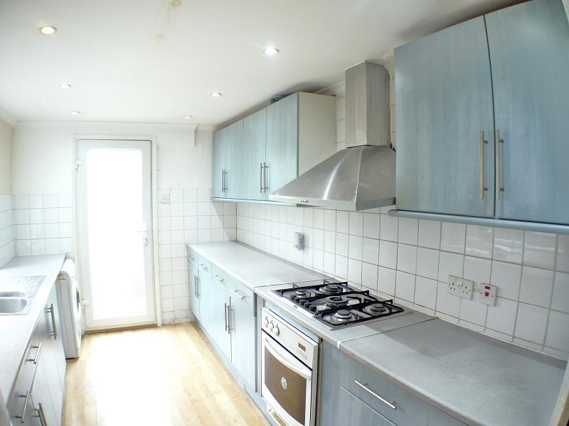 2 Bedrooms Terraced House for sale in Wragby Road, Leytonstone, London. E11 3LD