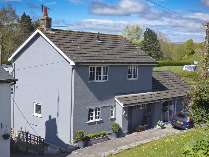 4 Bedrooms Detached House for sale in New Road, Crickhowell, Powys.