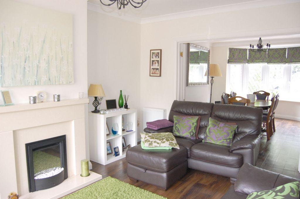 5 Bedrooms Semi Detached House for sale in Forest Edge, Buckhurst Hill, IG9
