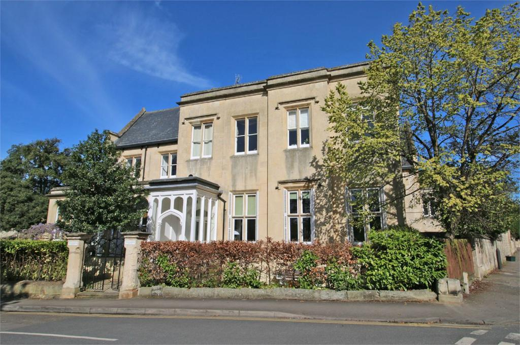 3 Bedrooms Flat for sale in The Malverns, Cheltenham