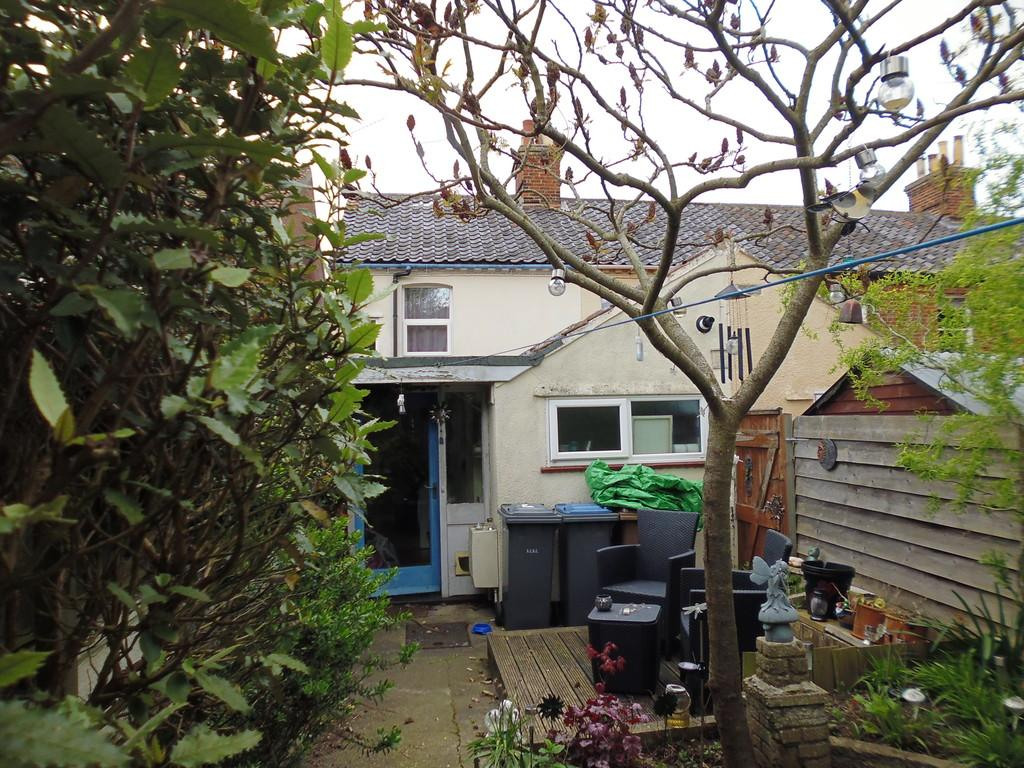 Saxmundham 2 bed end of terrace house 495 pcm 114 pw for 6 the terrace walberswick