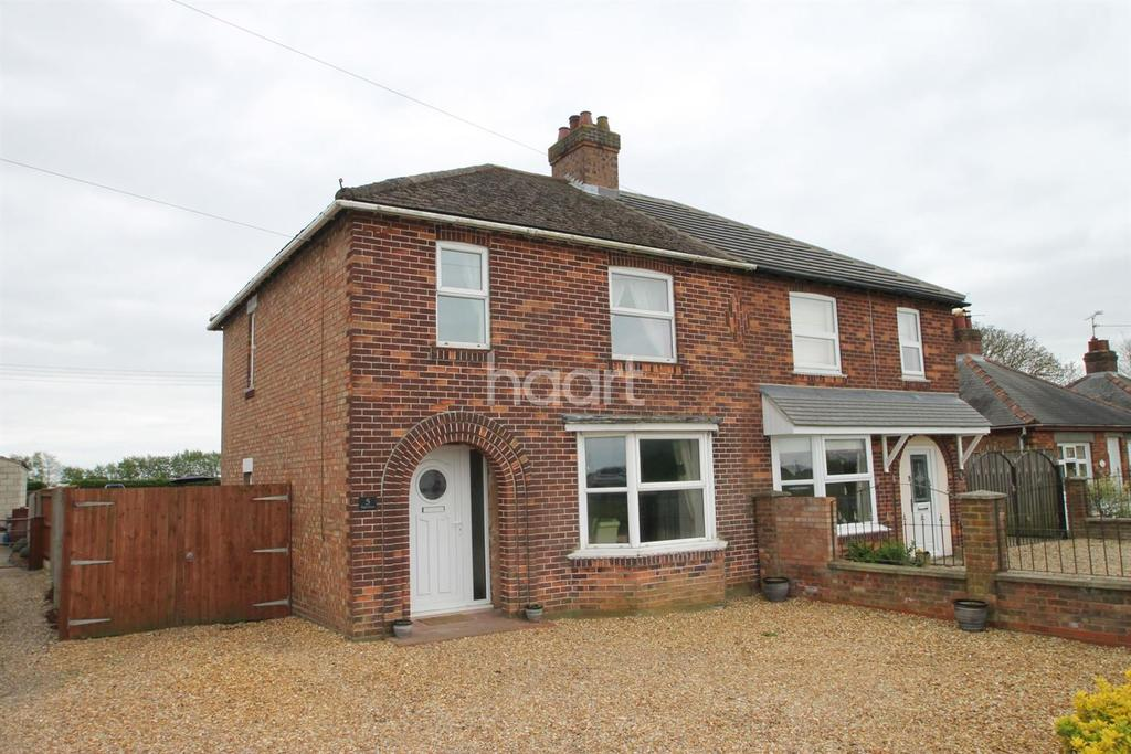 3 Bedrooms Semi Detached House for sale in Lynn Road