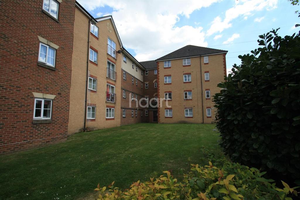 2 Bedrooms Flat for sale in Arncroft Court, Barking