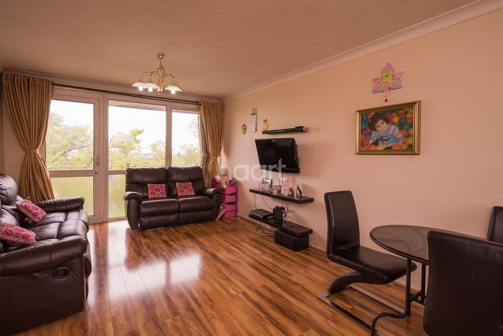 2 Bedrooms Flat for sale in Sunnydene Lodge, Sudbury