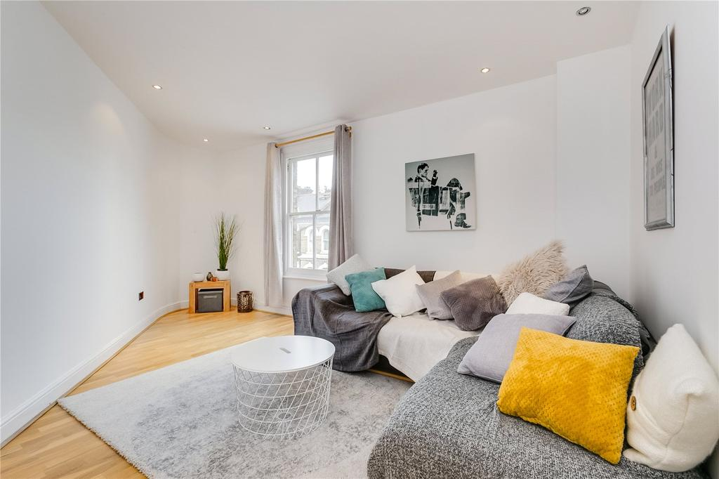 2 Bedrooms Flat for sale in Plough Road, Battersea, London