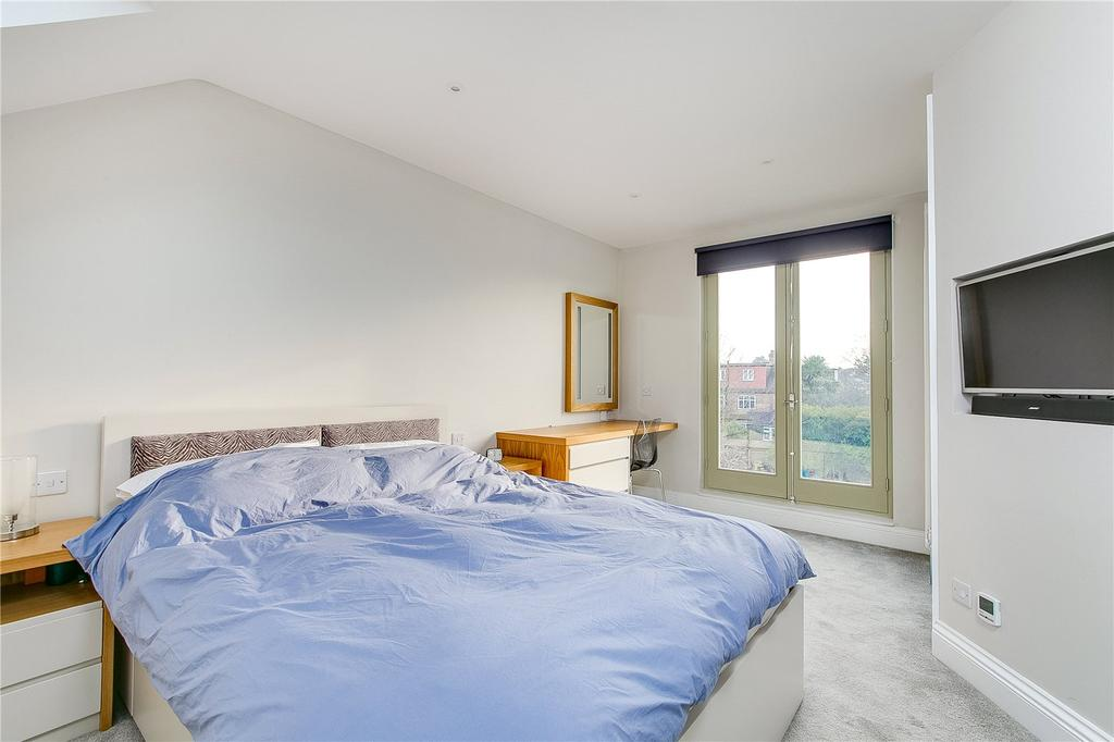 Manor grove richmond surrey 3 bed end of terrace house for sale 900 000 Master bedroom with terrace