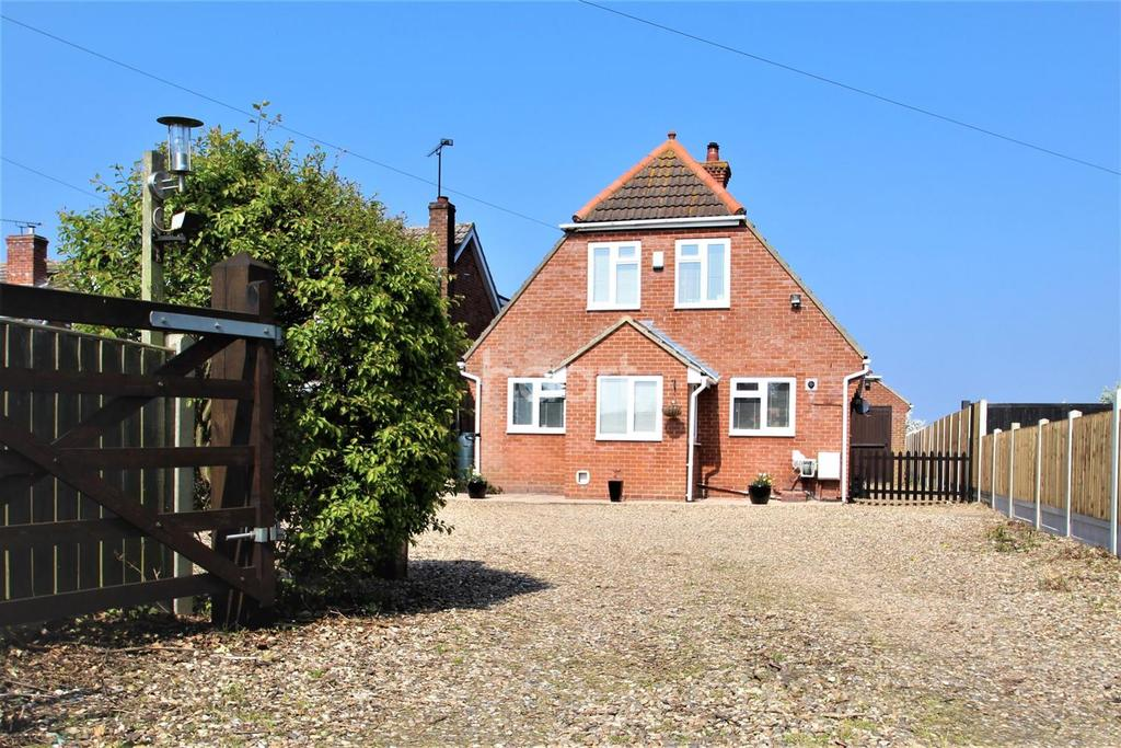 4 Bedrooms Detached House for sale in Point Clear Road, St Osyth