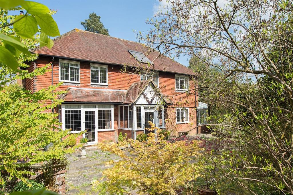 4 Bedrooms Detached House for sale in Cross in Hand, Heathfield, East Sussex. TN21