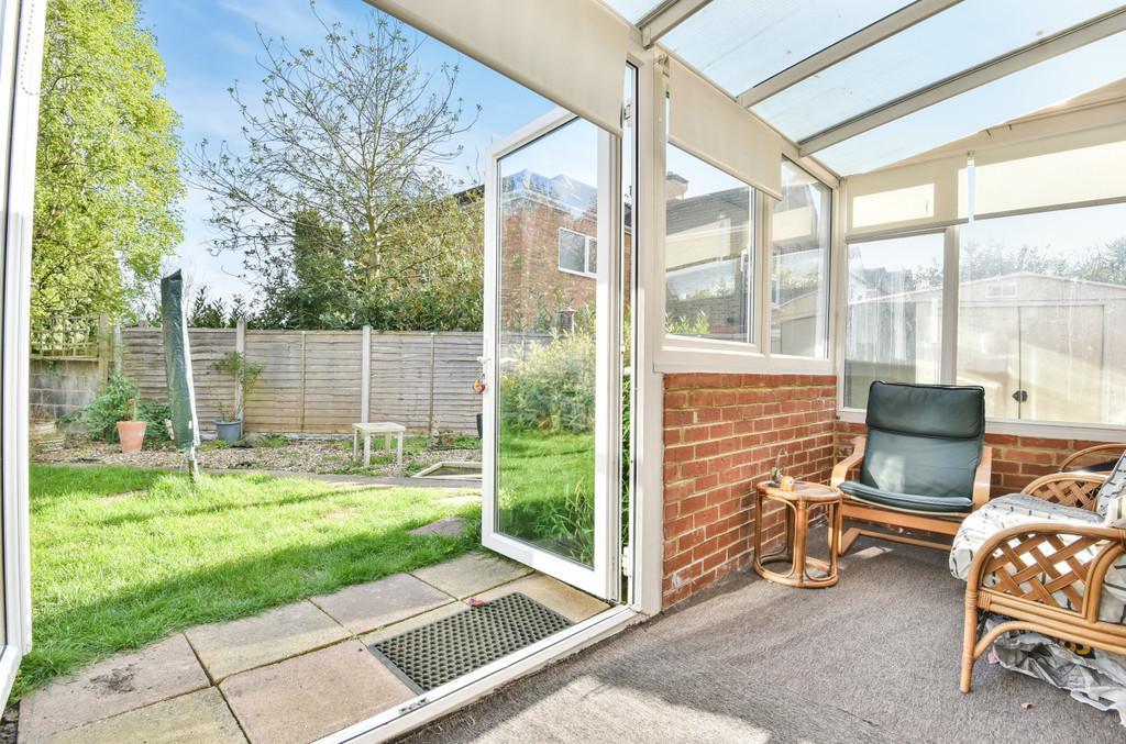 6 Bedrooms Semi Detached Bungalow for sale in Cooper Road, Snodland