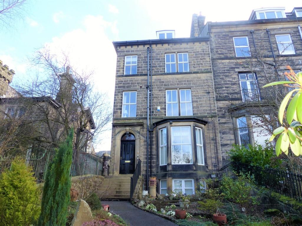 2 Bedrooms Flat for sale in Crossbeck Road, Ilkley