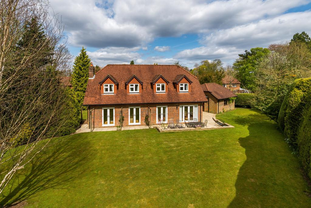 4 Bedrooms Detached House for sale in Hindhead