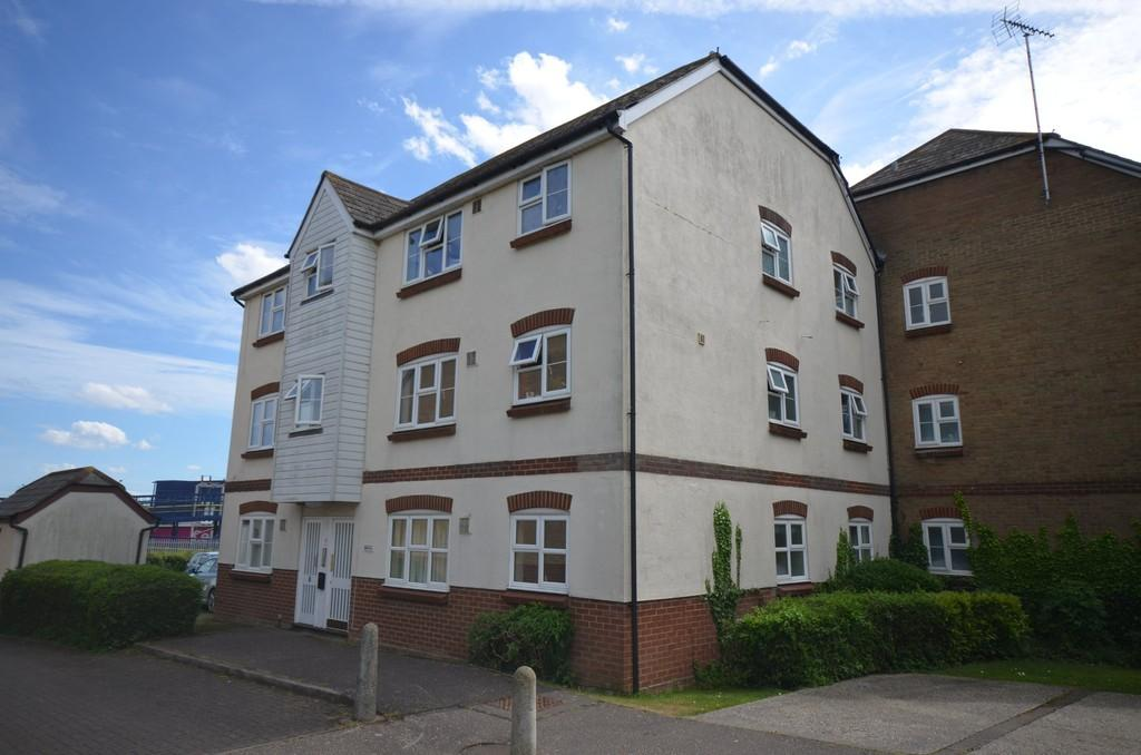 2 Bedrooms Apartment Flat for sale in Mulberry Gardens, Witham