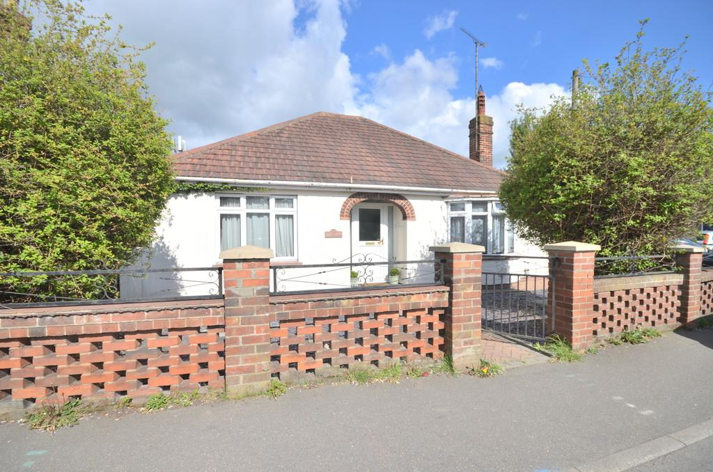 2 Bedrooms Detached Bungalow for sale in Parsons Heath, Colchester