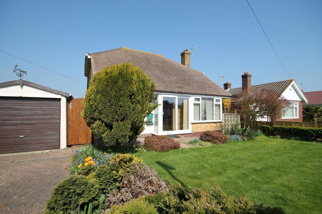 2 Bedrooms Detached Bungalow for sale in Bridge Close, Lancing, BN15 8BS