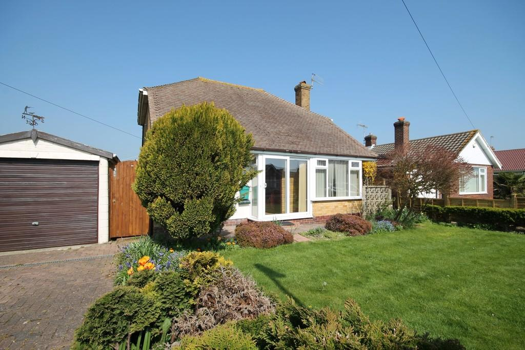 2 Bedrooms Detached Bungalow for sale in Bridge Close, Lancing, BN15 8BS