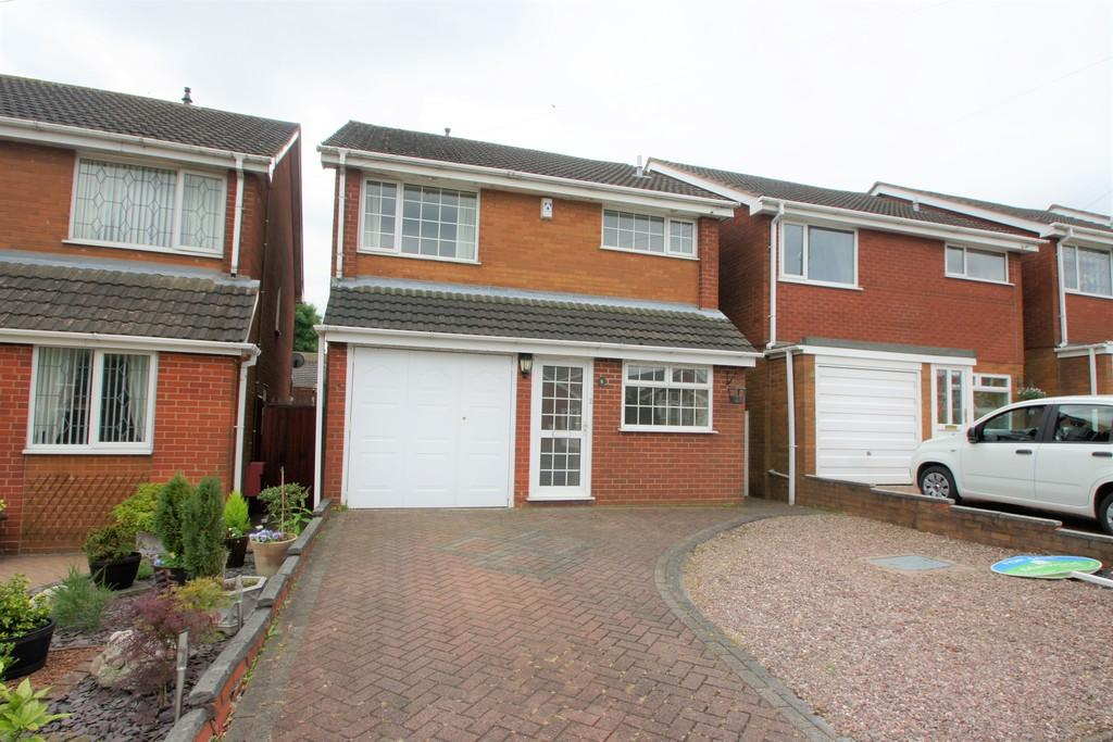 4 Bedrooms Detached House for sale in Pebblemill Close, Cannock