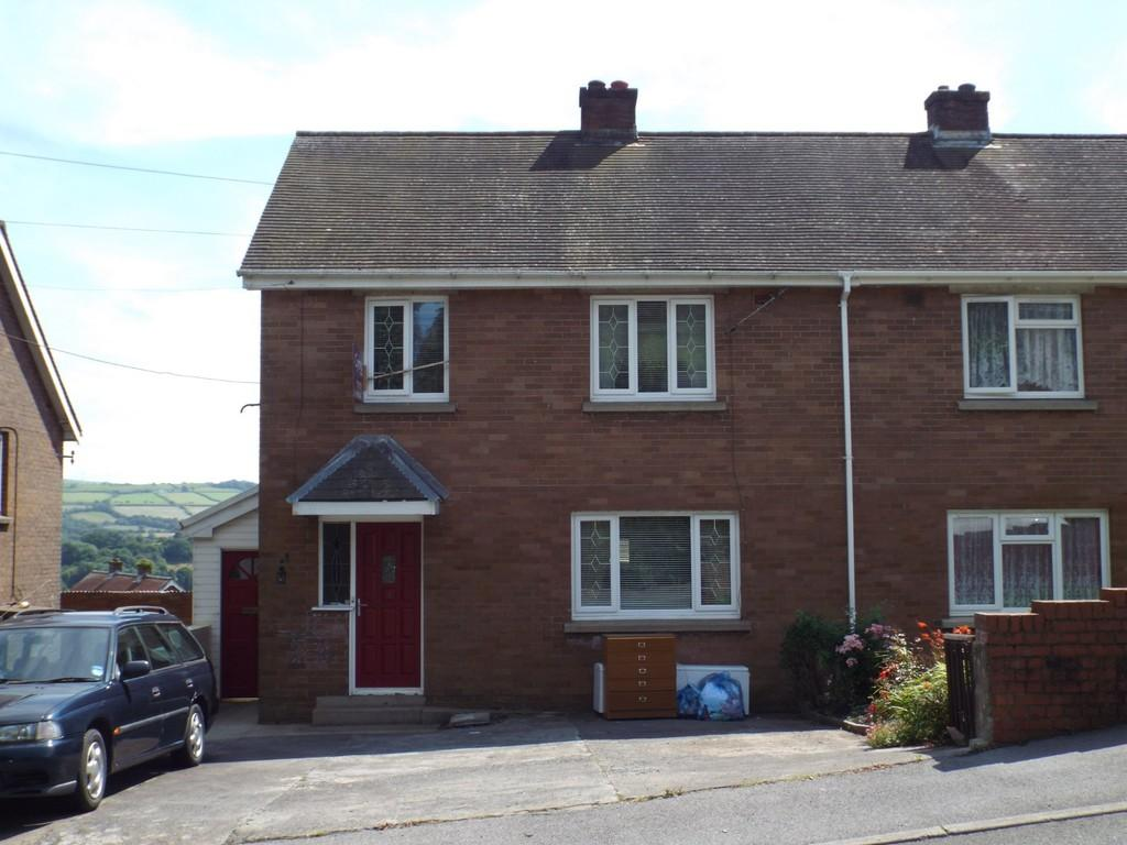 3 Bedrooms Semi Detached House for sale in Ffordd Aneurin, Pontyberem