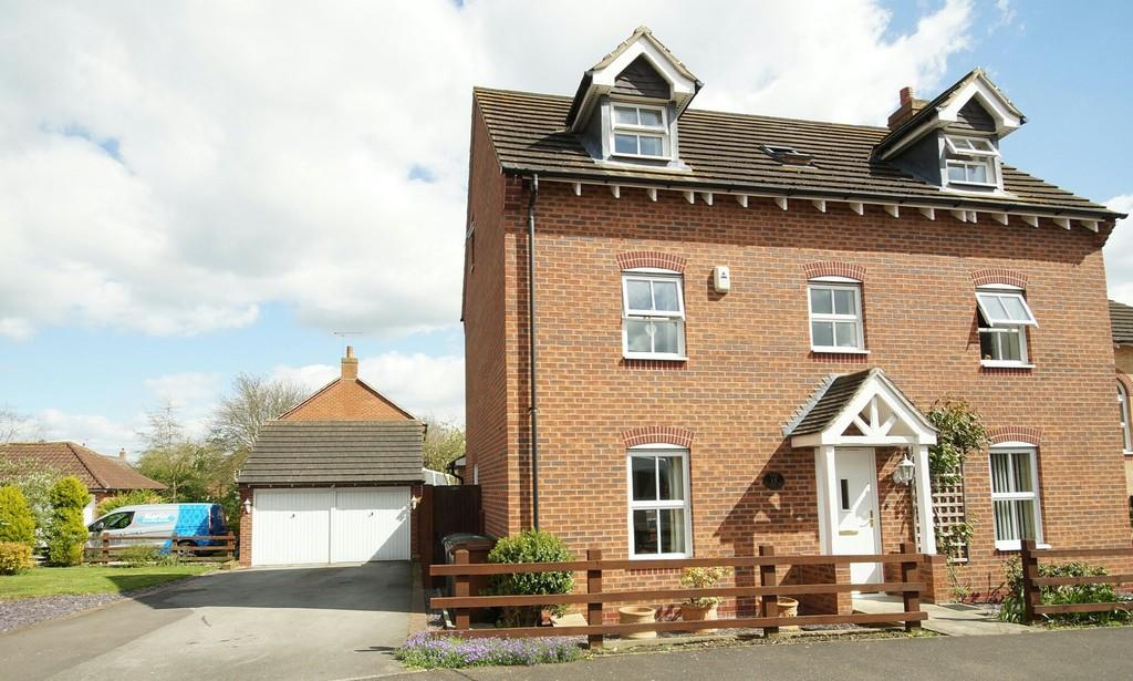 4 Bedrooms Detached House for sale in Oak Tree Drive, Witham St. Hughs, Lincoln