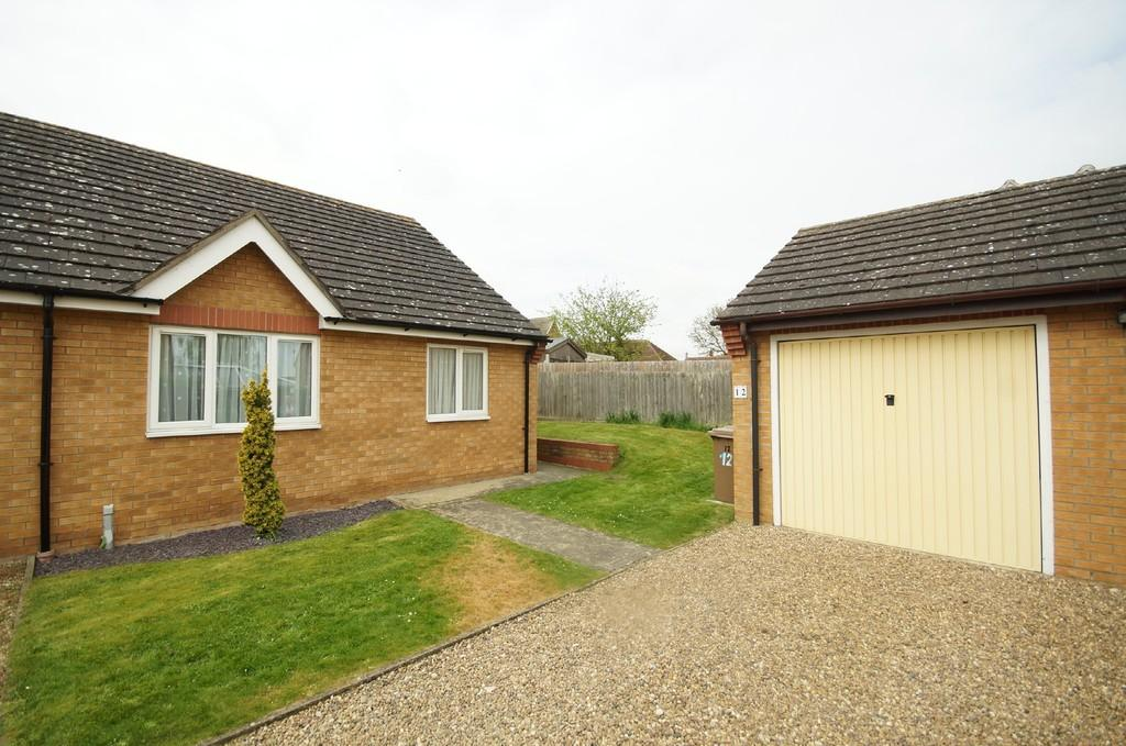 2 Bedrooms Semi Detached Bungalow for sale in Rossington Close, Metheringham, Lincoln