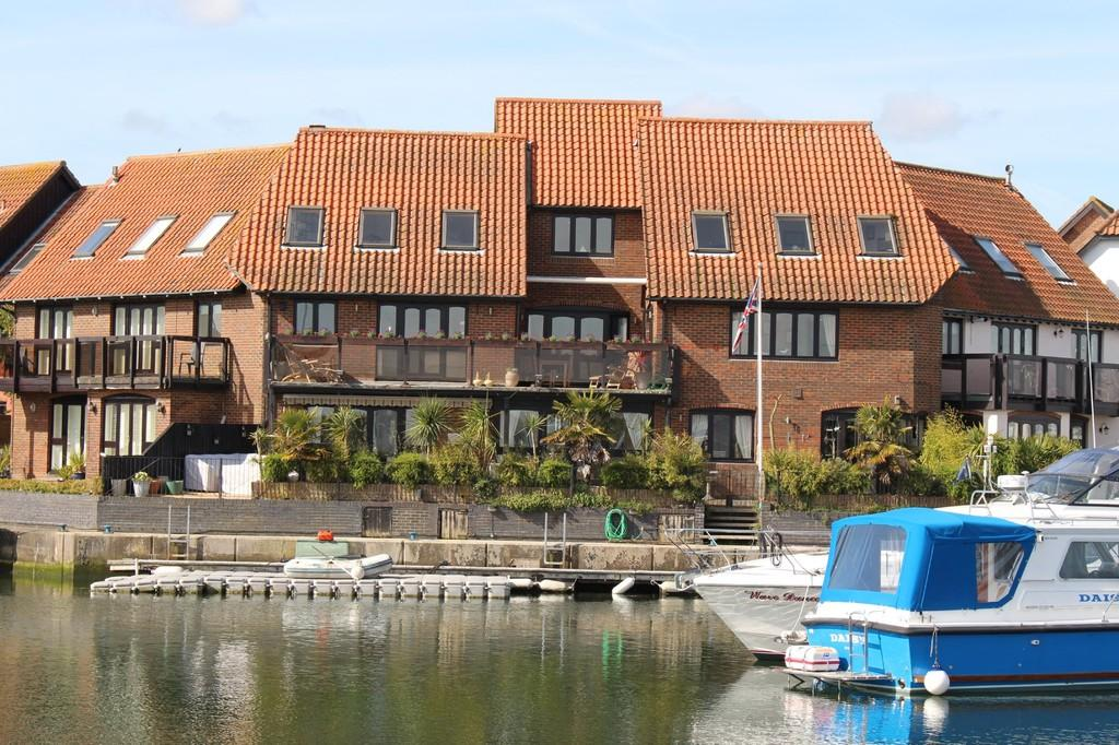 6 Bedrooms Terraced House for sale in Hythe Marina Village, Southampton